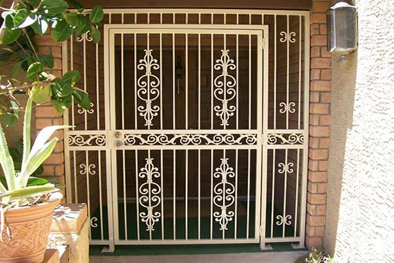 puerta exterior metal barcelona metalisteria