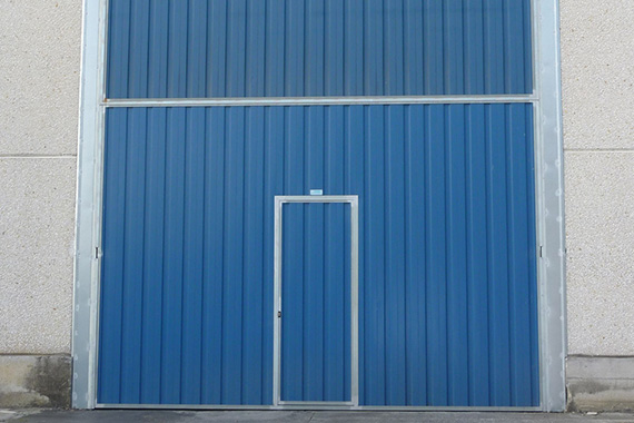 puerta industrial peatonal barcelona metal